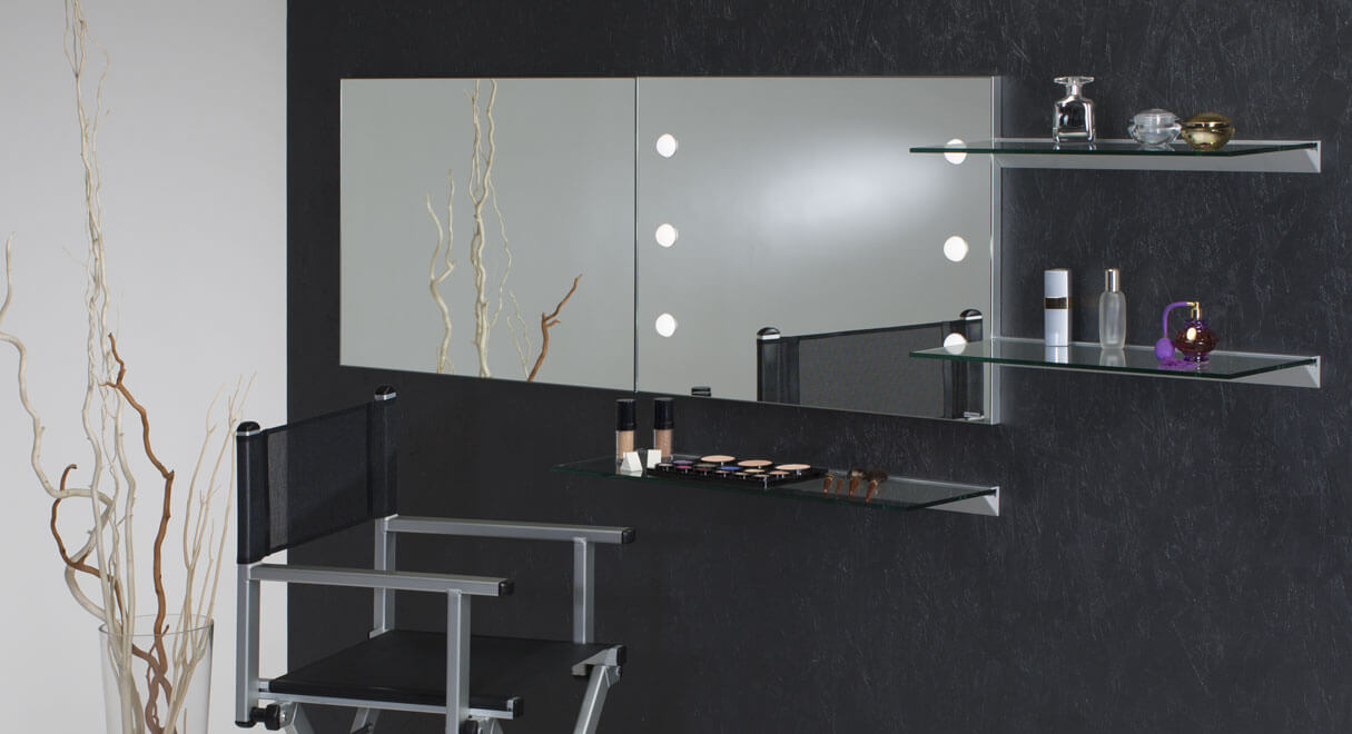 miroir lumineux pour coiffeuse et maquillage. Black Bedroom Furniture Sets. Home Design Ideas