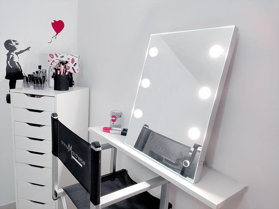 Creation d'une coiffeuse minimale avec miroir et fauteuil Cantoni